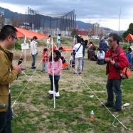 ロープワーク術を思い出しながらポール立てゲームに挑戦!