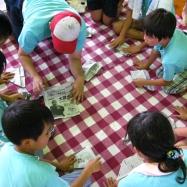 PTAスタッフさんに紙食器の折り方を皆で教えてもらいました!