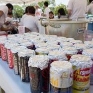 子どもたちに空き缶炊飯を体験してもらう準備ができました!
