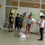 ロープワークを使って、水難救助の方法を学びます