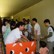 受付が始まり、参加者がぞくぞくと集まりだしました